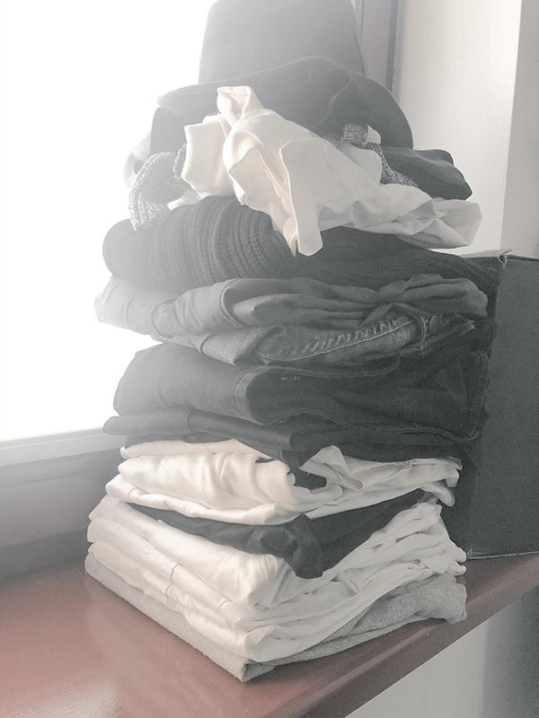 przegląd szafy blog o minimalizmie