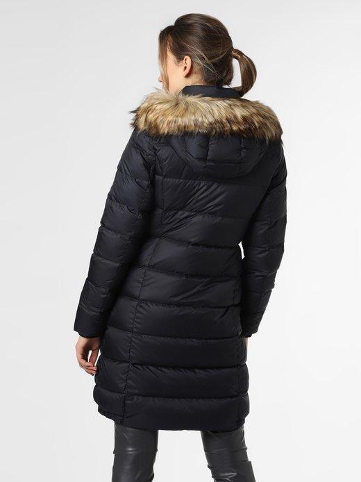 zimowa baza ubraniowa